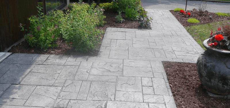 alee din beton amprentat