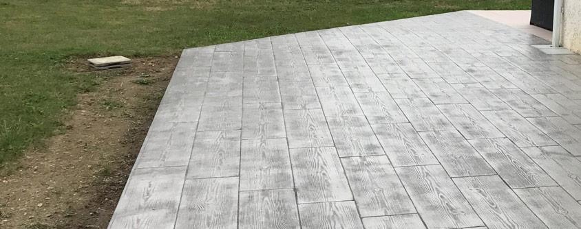 terasa din beton imitatie lemn