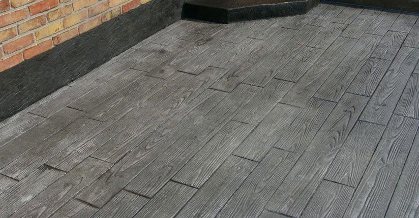 terasa beton amprentat, imitatie lemn, culoare gri inchis