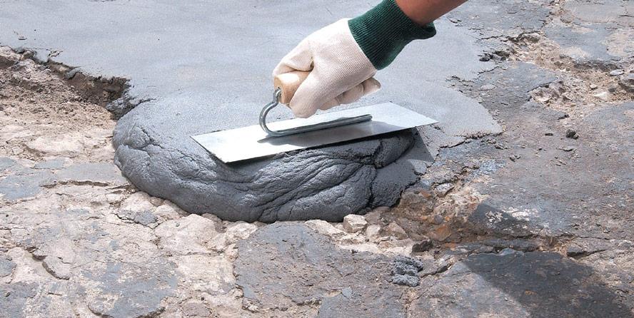 aplicare pasta ciment peste betonul deteriorat