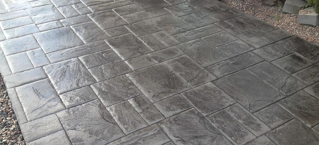 De ce sa alegeti betonul colorat? Tipuri si Avantaje.